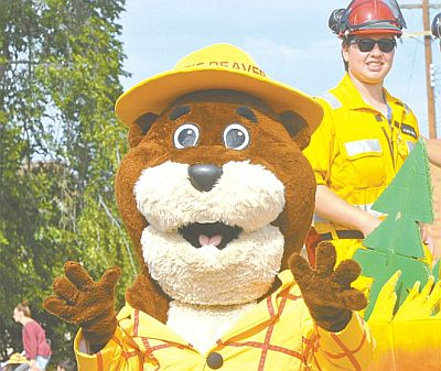 Everyone loves a mascot; they just add so much good cheer to the parade. Above, Bertie the Beaver entertains.