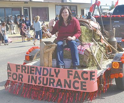 A friendly face, indeed! Nicolet Insurance manager Billie Jean Lines settled in at the back of their western-themed float.