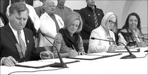Government, Metis applaud deal