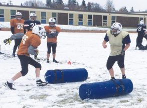 Outlaws scrimmage in the snow