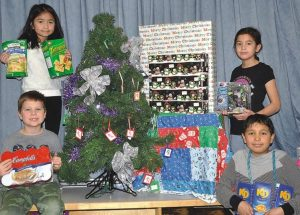Grade 3s bring cheer to families