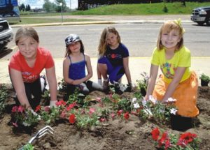 PICs – Grade 4 students do the Dlugosz Dig