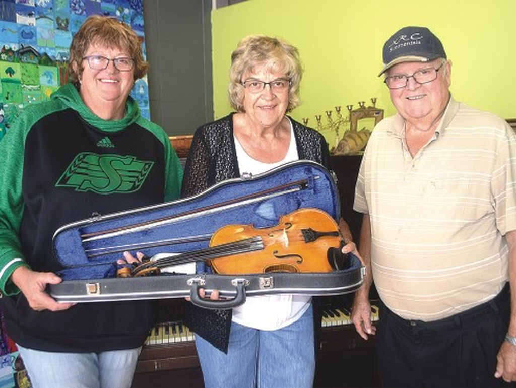Century-old violin donated to museum -